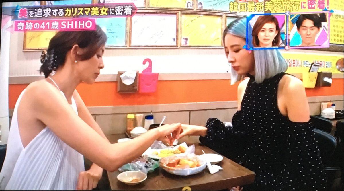 トッポギを食べるSHIHOとアイリーン