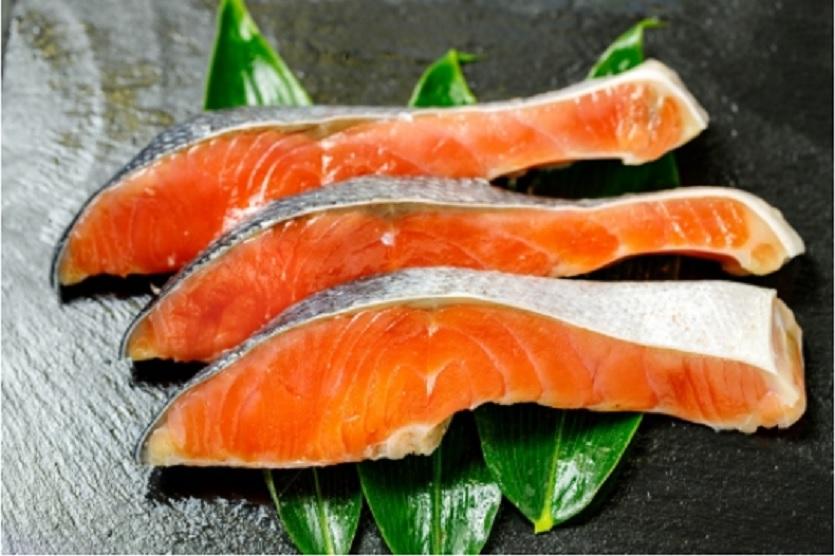 鮭とトマトの洋風ホイル焼き