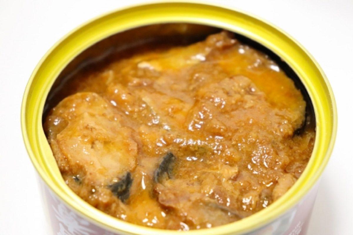 サバ味噌煮缶のロール白菜鍋