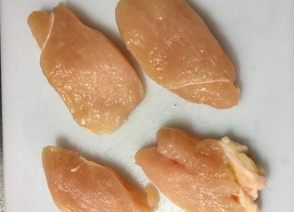 鶏むね肉とひき肉のロールレタスの作り方(工程1)