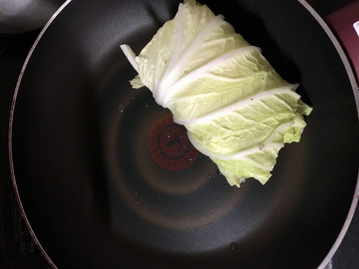 鶏むね肉とひき肉のロールレタスの作り方(工程5)