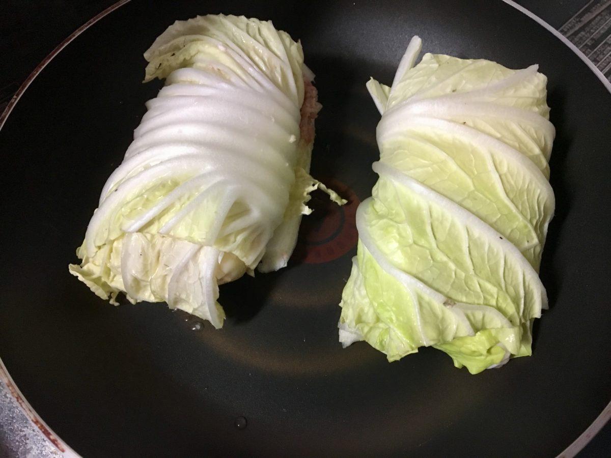 鶏むね肉とひき肉のロールレタスの作り方(工程10)