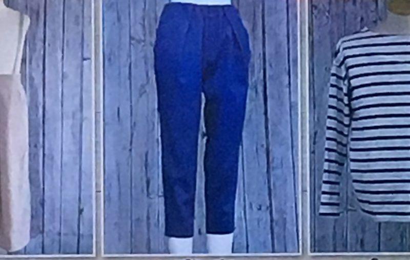 青色パンツ
