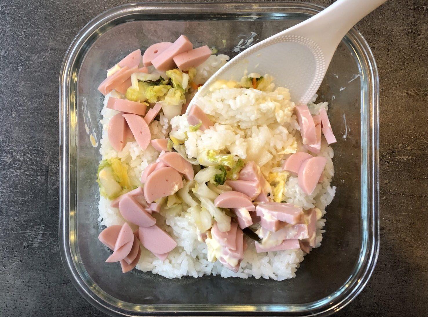 魚肉ソーセージと白菜漬けのリメイクおにぎりの作り方(工程2)