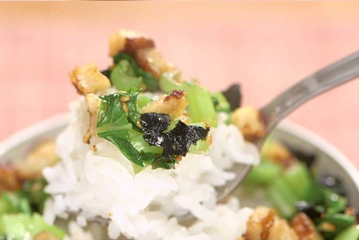家事ヤロウの和田明日香の青菜とちくわのふりかけレシピ