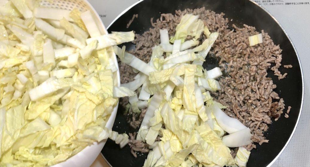 白菜とひき肉のとろみ煮の作り方(工程2)