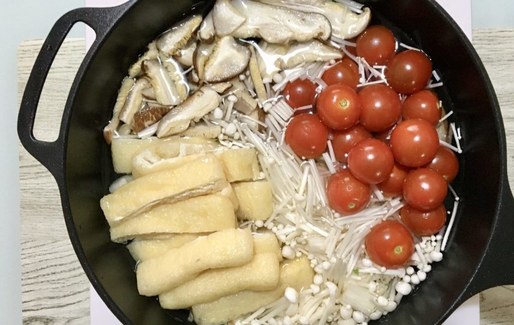 豚肉とトマトのさっぱりビューティー鍋の作り方(工程2)