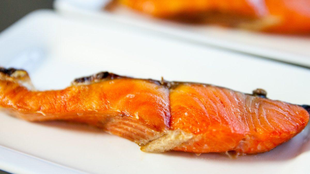 家事ヤロウの和田明日香の焼き鮭レシピ