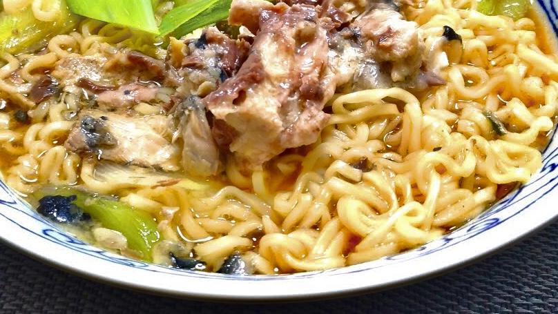 ヒルナンデスのサバ缶とカニカマの魚介醤油ラーメンレシピ