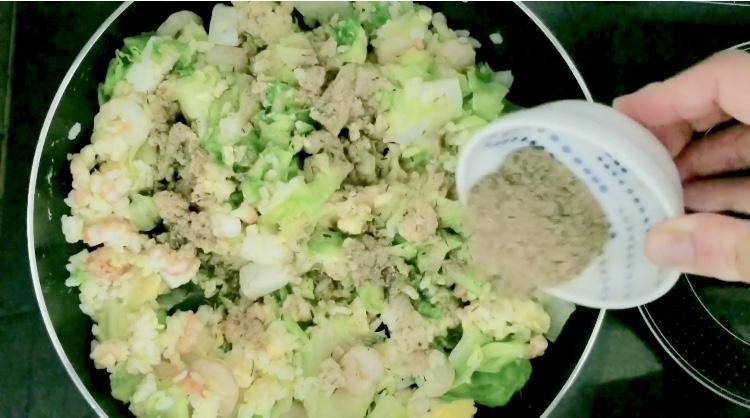 やせる出汁で海鮮チャーハンの作り方(工程6)