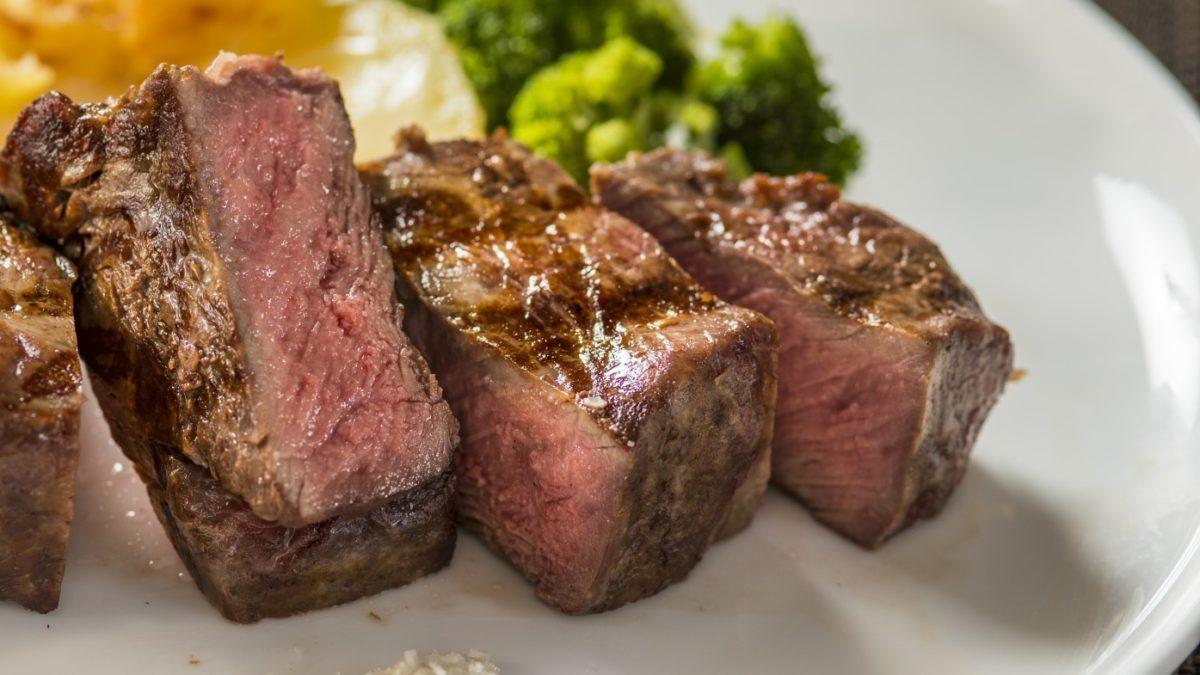 沸騰ワードの牛ステーキ