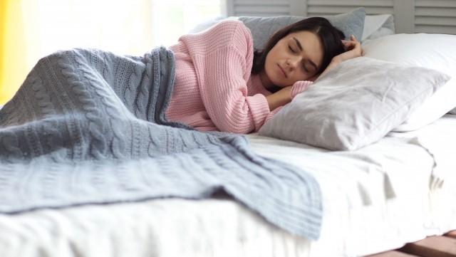 快眠セラピストが教える快眠ストレッチのやり方・睡眠の質を上げる方法
