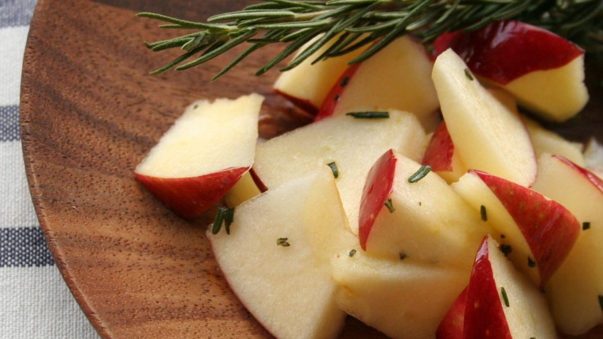 あさイチのりんごとカッテージチーズのサラダ