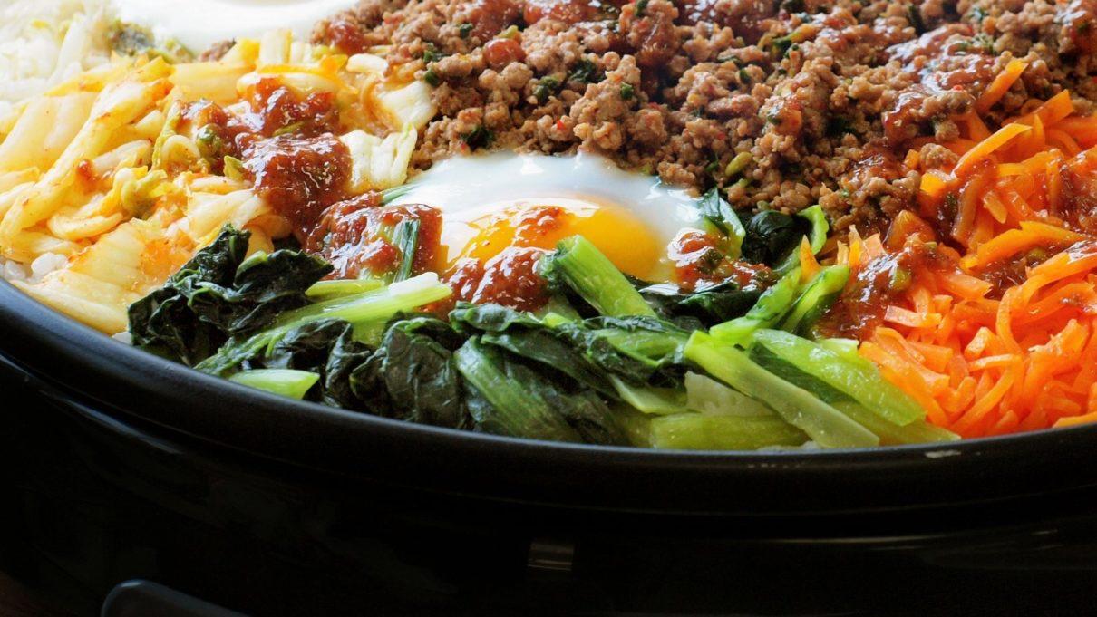 家事ヤロウのホットプレートで石焼ビビンバ風ご飯レシピ