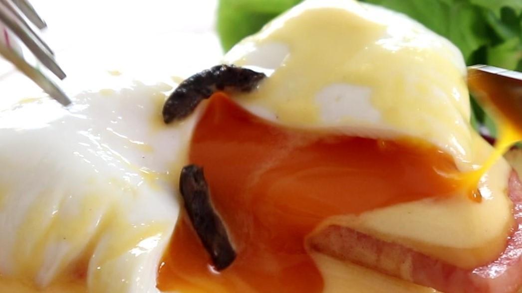 家事ヤロウの半熟卵のベーコン巻きレシピ